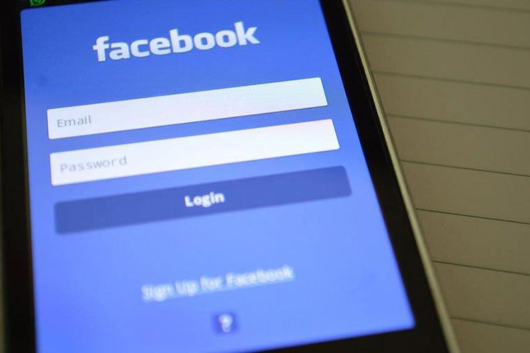 pixel facebook schermata accesso facebook