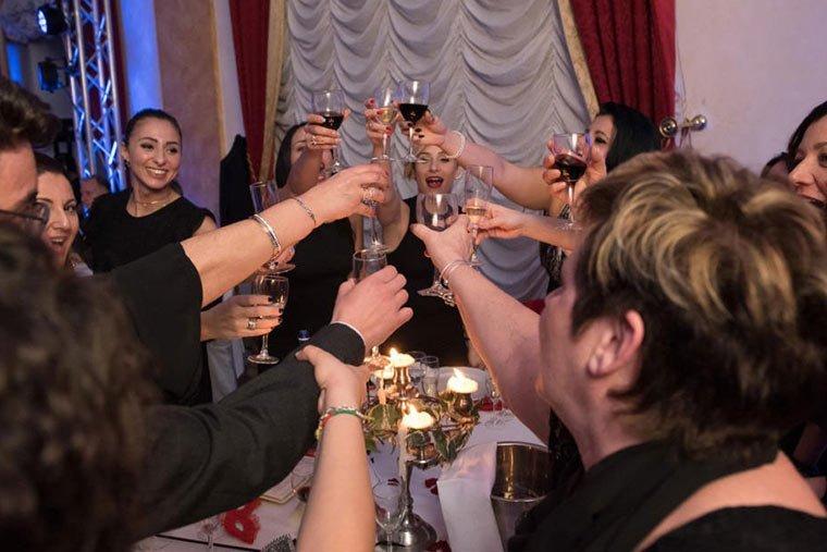 giochi cene aziendali brindisi cena di gala