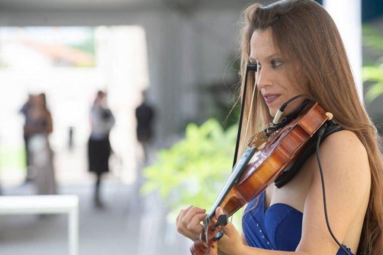intrattenimento musicale con violinista per anniversario aziendale