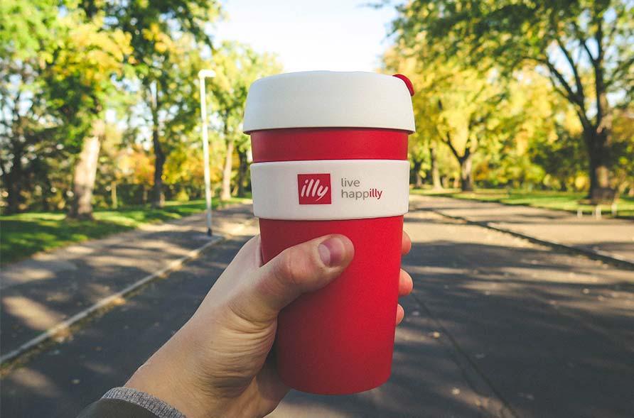 bicchiere illy caffè posizionamento marketing