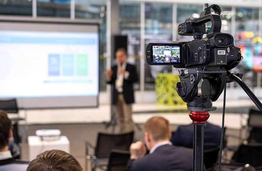 videocamera pe realizzazione video aziendali